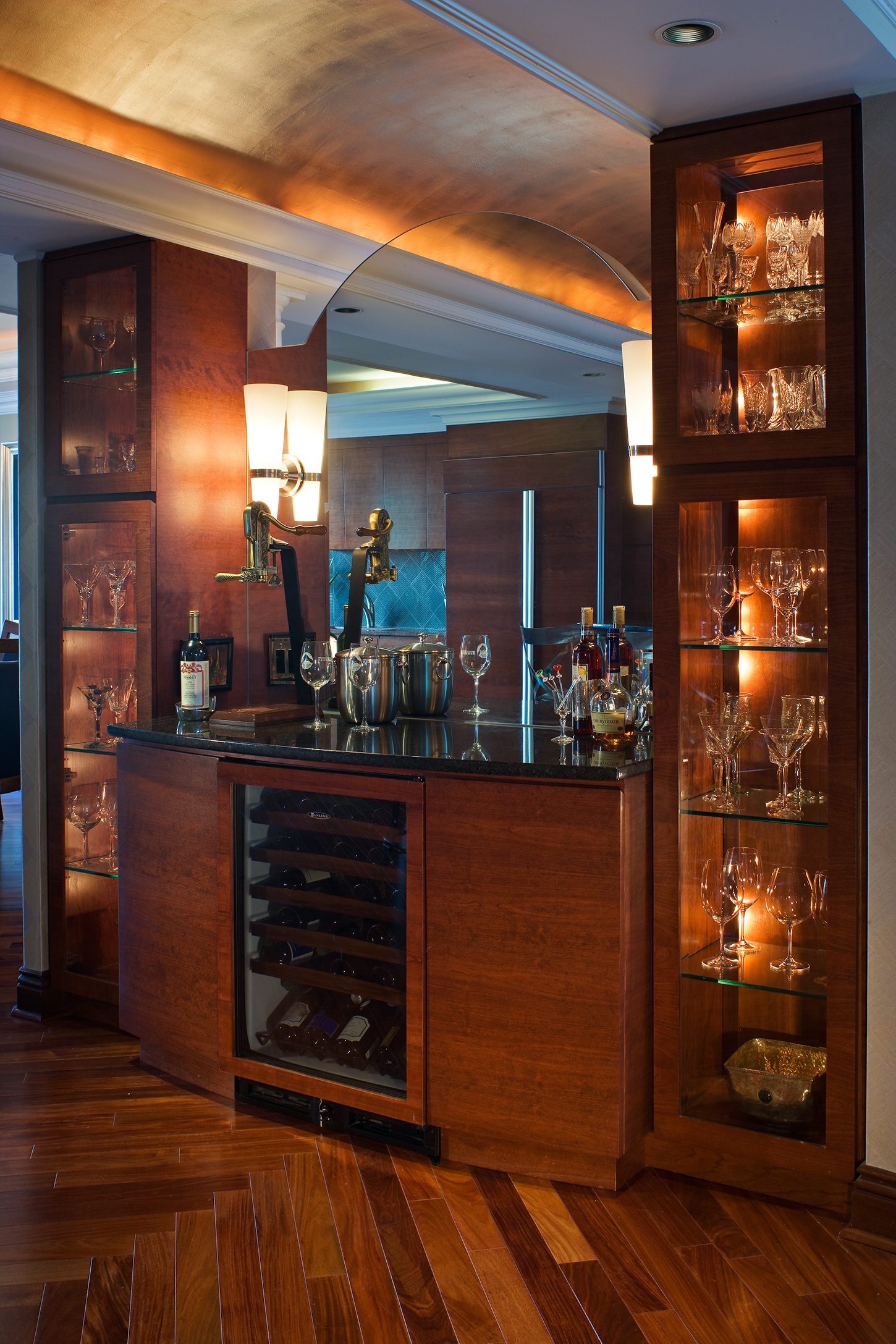 Contemporary Bar Image